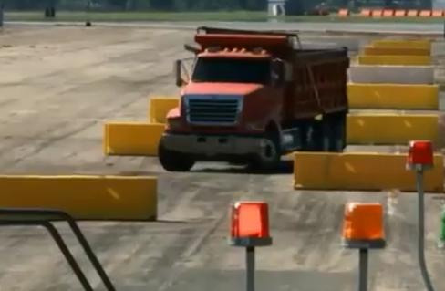 美国防部研发微波武器 让汽车瞬间抛锚