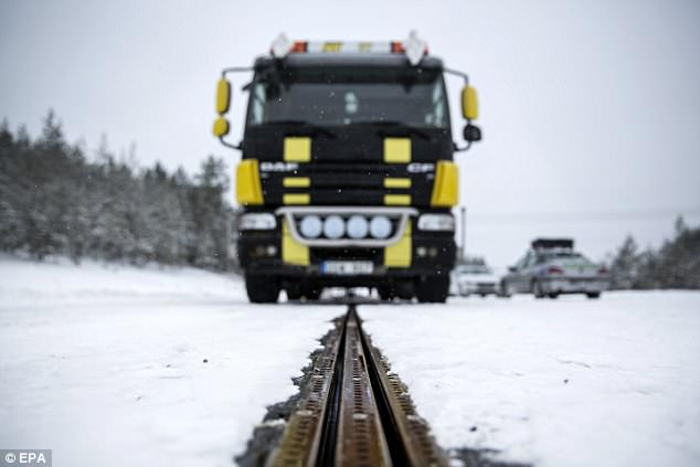 世界第一条充电公路在瑞典开通 车辆可边走边充