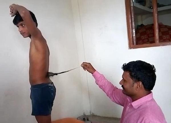 """澳门新金沙注册:印度13岁男孩长""""尾巴""""_被奉为猴神转世"""