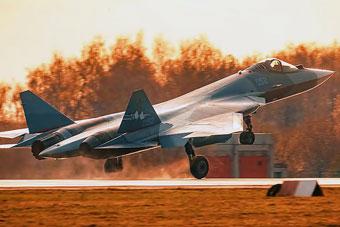 苏-57装上全新发动机试飞 性能将赶超F-22?