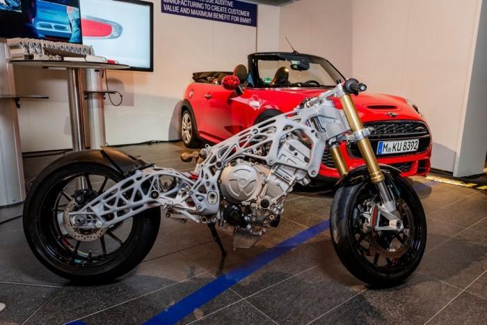 宝马展示3D打印摩托车车架 这将改变汽车世界?