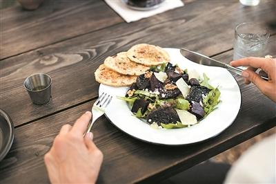 细嚼慢咽更有助于减肥
