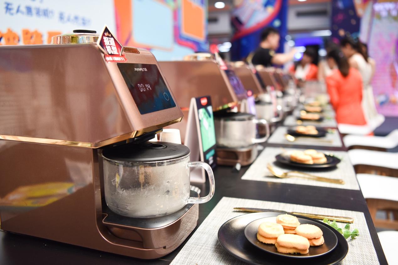 """无人机新物种现身厨房:豆浆机还能自己""""洗澡"""""""