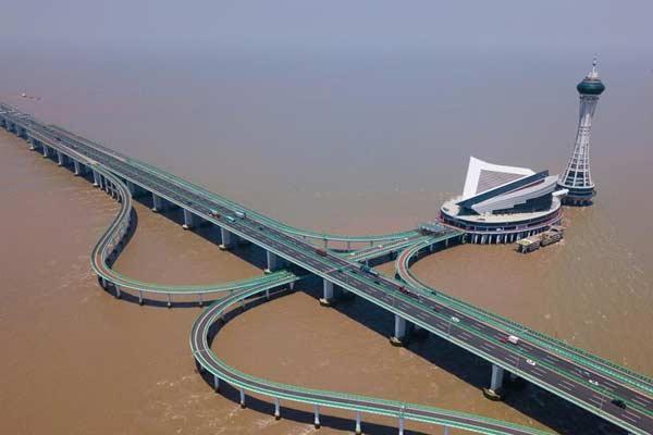 大桥横架飞虹 十载显现峥嵘:杭州湾跨海大桥通车十周年