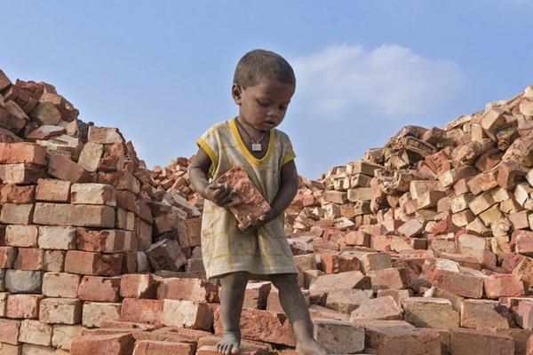 劳动节聚焦世界各地童工 本该无忧的年纪他们却要玩命赚钱