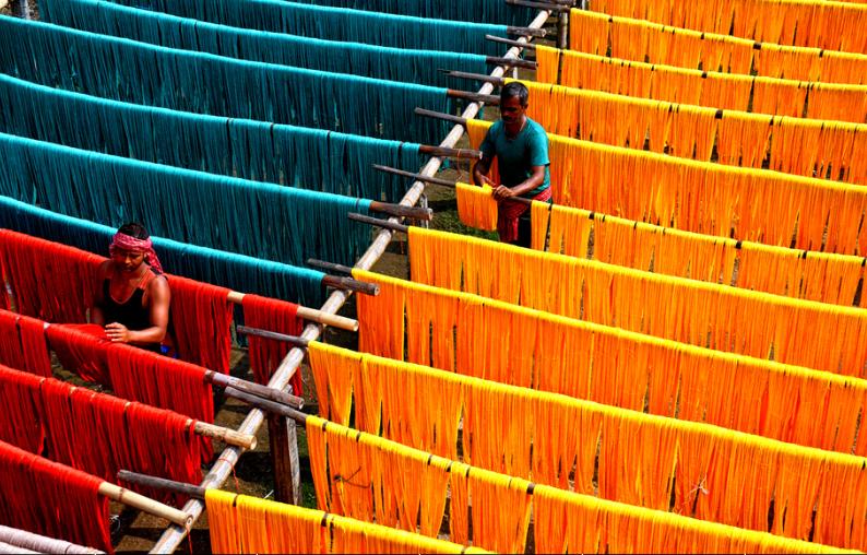 探访印度传统服饰纱丽服制作 色彩缤纷壮观