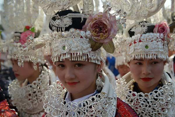 贵州黔东南举行姊妹节民俗活动 苗族同胞踩鼓精彩纷呈