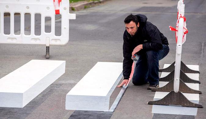 德国小镇现3D人行道斑马线 为提高道路安全