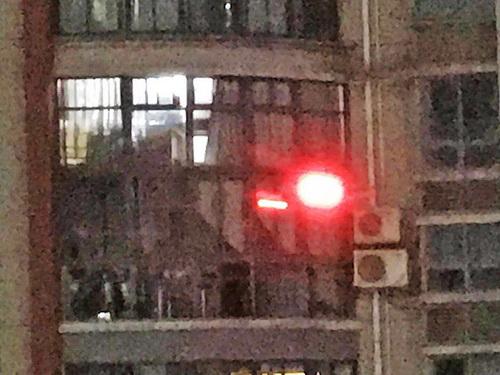 """窗外飞来""""千里眼"""" 怎么办 居民区内无人机如何管控引热议"""