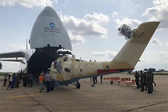 安124运输机货仓中一口气搬出2架米35武直