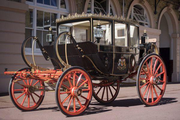 英国哈里王子大婚所乘坐马车曝光 分晴雨双套准备