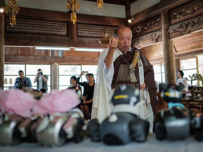 机器宠物死亡怎么办? 日本寺庙为机器狗举行葬礼