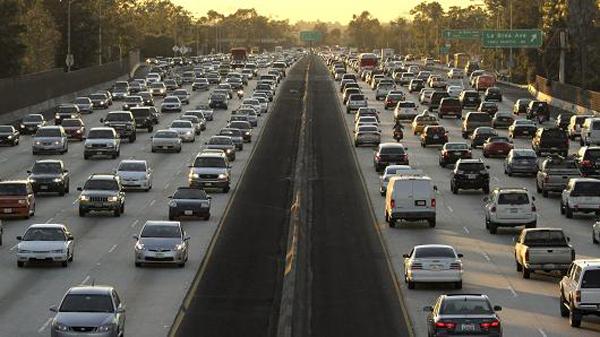 美国拟废除严格车辆燃效新标 遭17个州反对