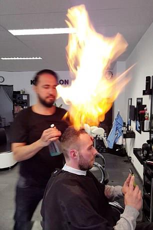 刺激!荷兰一理发师用火为顾客理发