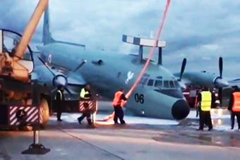 """起落架无法放下 印度反潜机用""""下巴""""着陆"""
