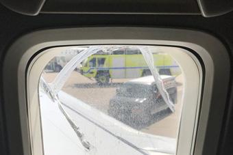 美国西南航空客机再次迫降 飞行中舷窗突然爆裂