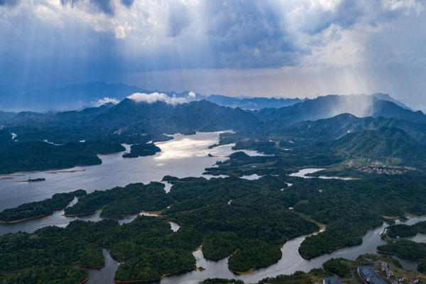 航拍江西仙女湖雨后美如瑶池仙境