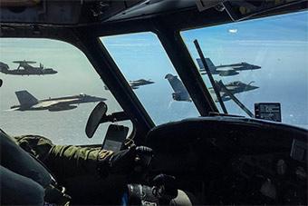 场景震撼:美法联合演习阵风和F18编队飞行
