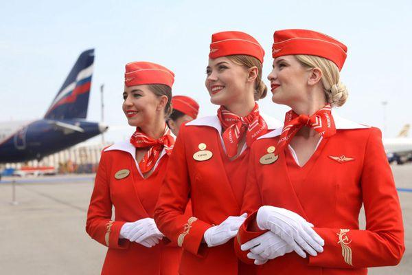 俄航空公司发布新乘务员制服 美女空姐颜值吸睛