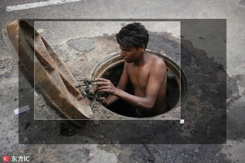 孟14岁下水道清理工脏水清淤月入仅千元