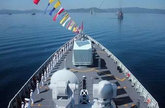 052D新版中华神盾舰参加国际阅舰式