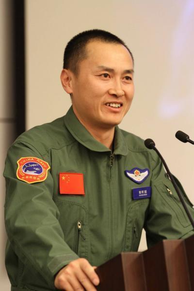 歼15着舰第一人戴明盟离任航空兵部队 徐汉军继任