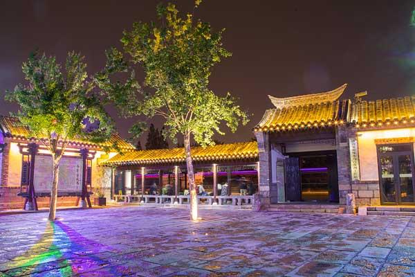 济南:实拍雨后百花洲夜色 古建筑如梦如幻引人醉