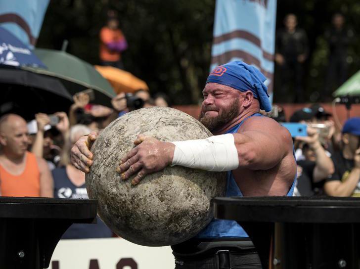 世界大力士冠军赛举行 参赛壮汉尽显肌肉