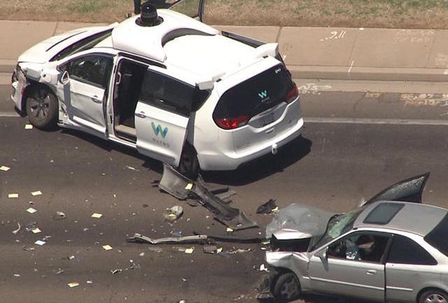 谷歌自动驾驶测试车遭遇严重车祸