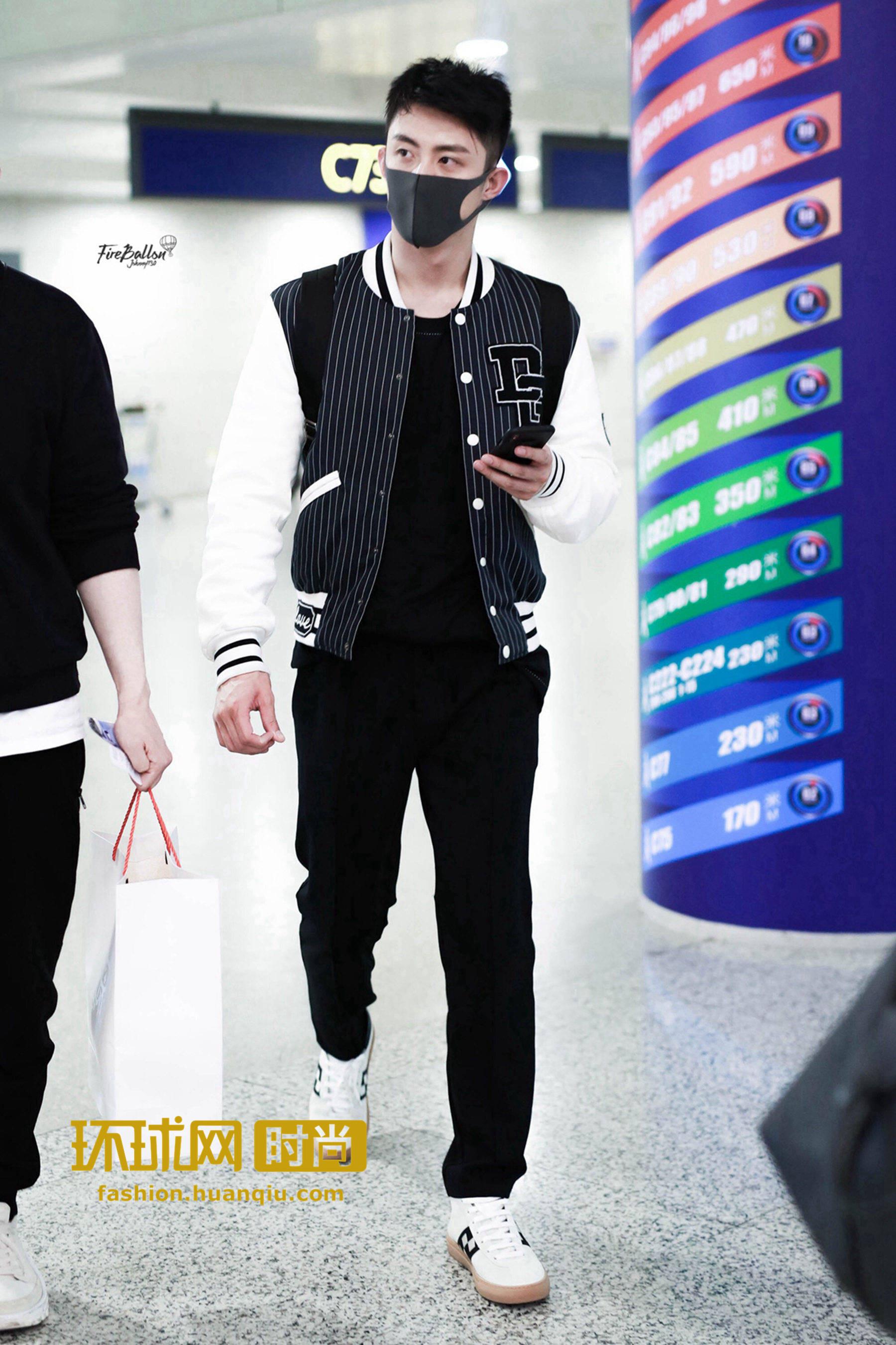 黄景瑜、王俊凯机场街拍,同时选择了这双小白鞋?!