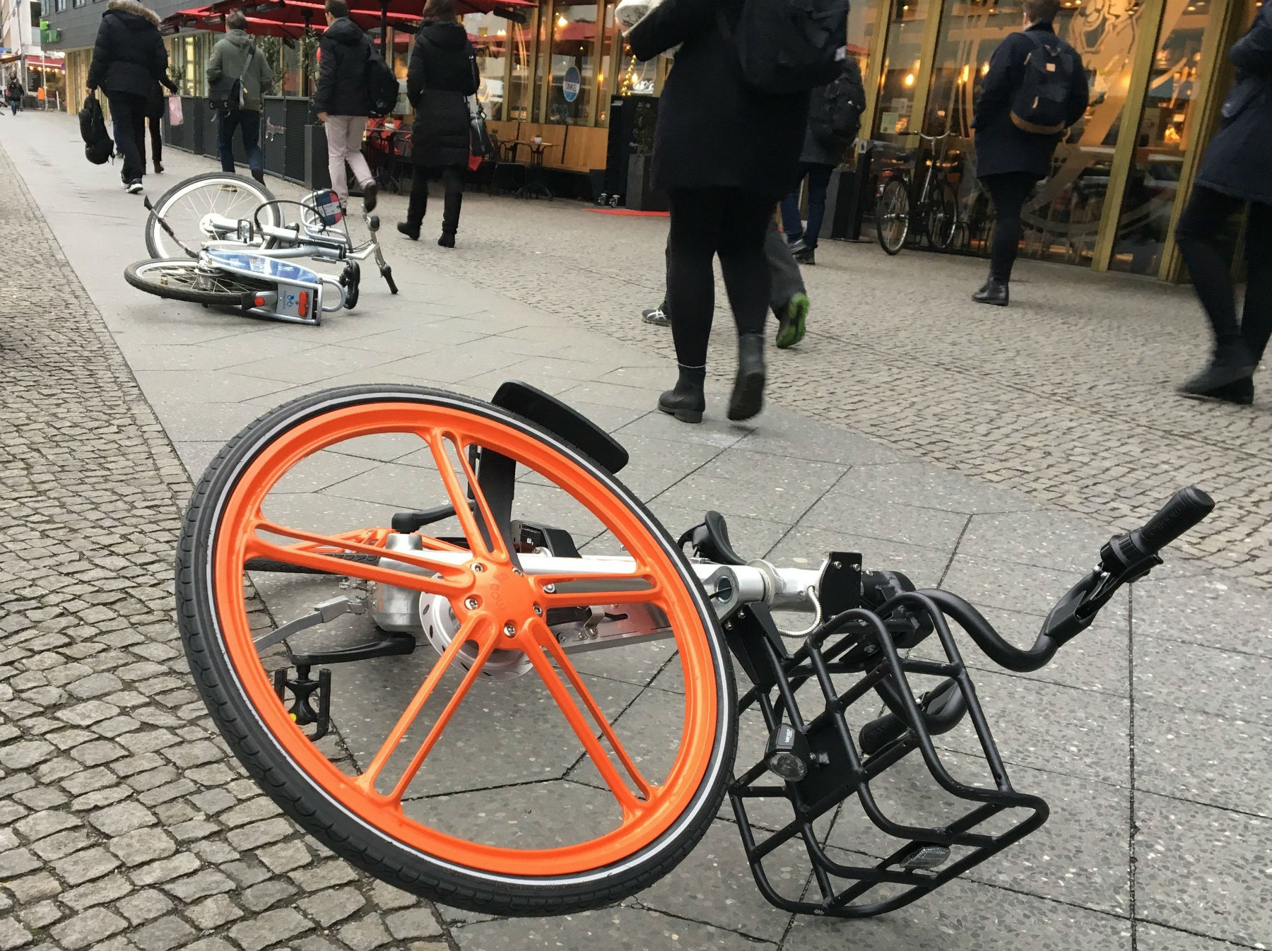 中国共享单车热烧到柏林 只是亚洲单车太小了