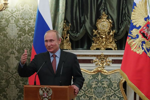 普京将开启第4个总统任期 致谢政府成员