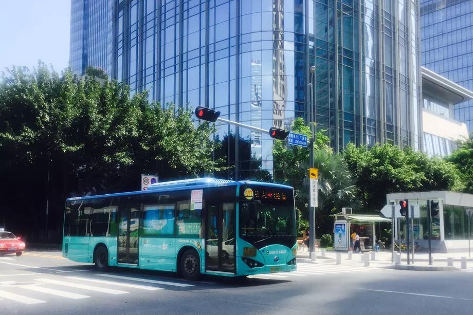 深圳1.6万辆公交车变成全电动引外媒关注