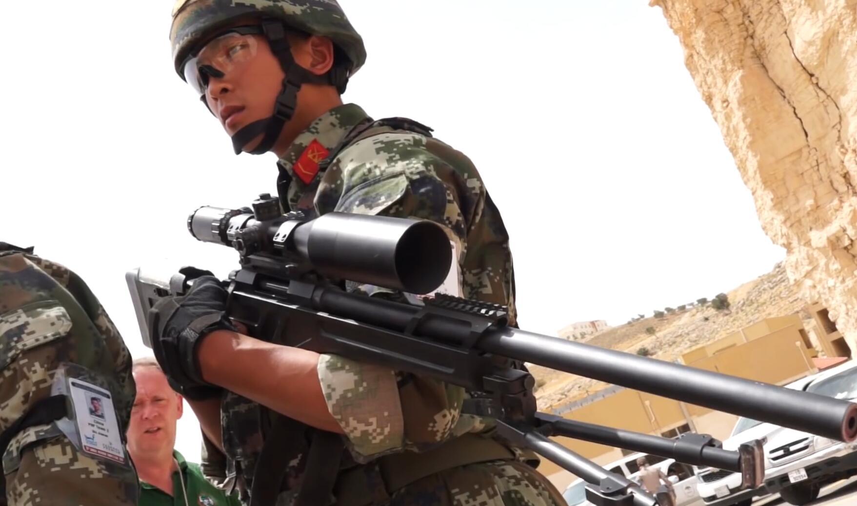 国际特种兵比武中国武警手捧高精尖大狙出场