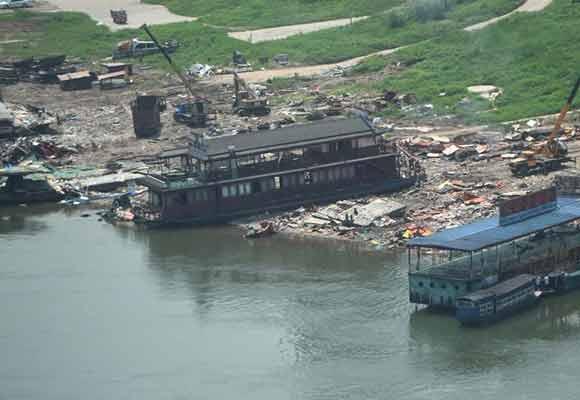 嘉陵江重庆段多艘非法餐饮船被取缔