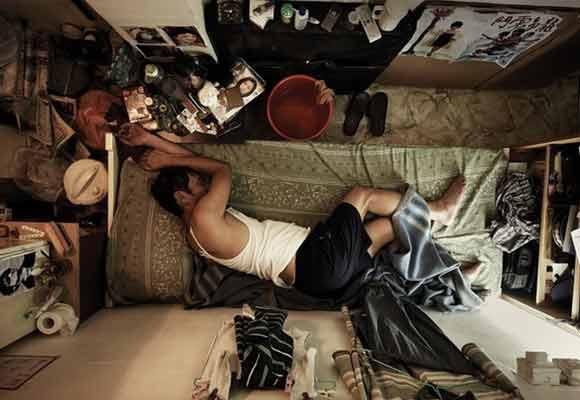 """香港基层人的""""棺材房"""":居住环境让人发疯"""
