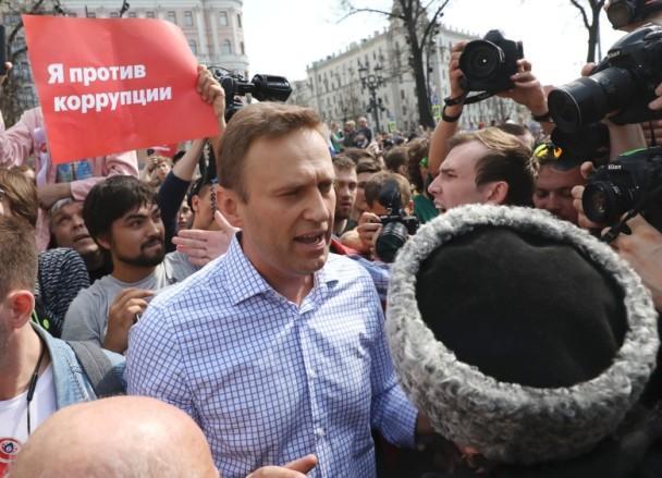 普京7日宣誓就职开启第四个总统任期 反对派在多地发起示威_图1-4