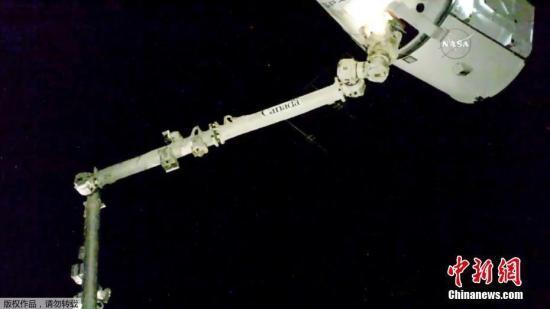 "SpaceX ""龙""飞船从国际空间站返航 完成水上着陆"