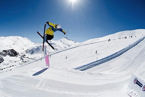 4种滑降2种转弯 初学滑雪需要掌握这些技巧