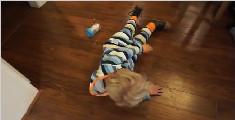 美国加利福利亚的3岁小宝宝,想要给妈妈一个惊喜