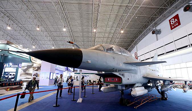 众多高科技武器亮相中国国际国防电子展览会