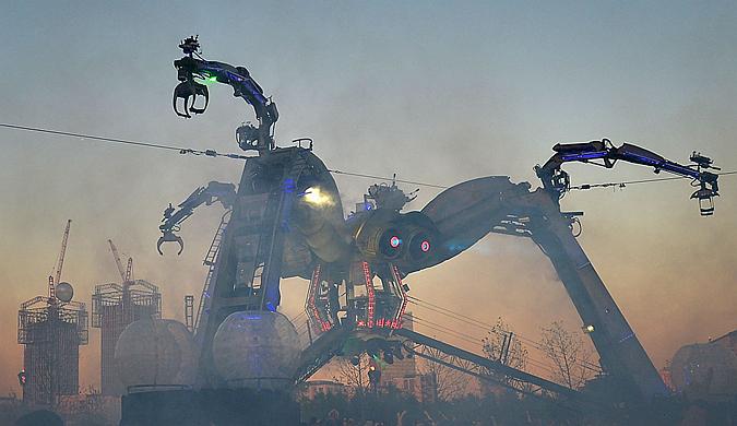 """英""""阿卡迪亚""""展伦敦举行 机器蜘蛛燃爆全场"""