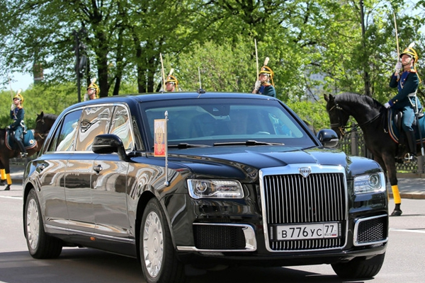普京专属防弹轿车亮相 80多万就能买到?