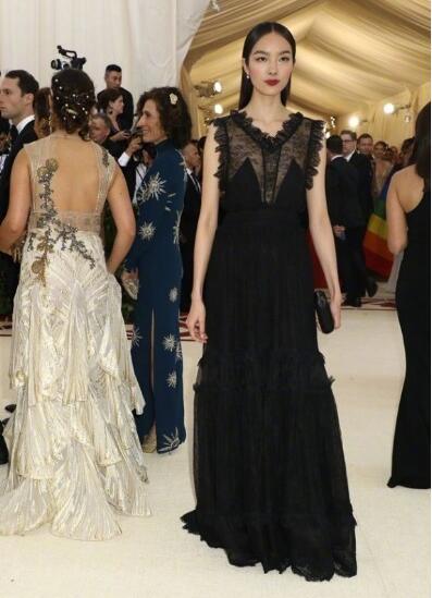 2018纽约大都会博物馆MET GALA红毯明星造型 Rihanna又赢?