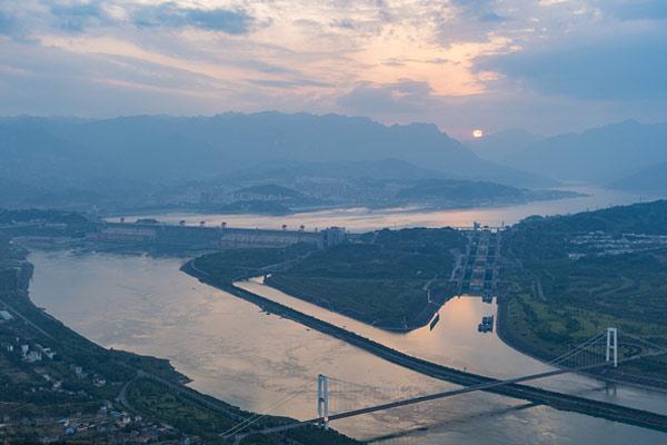 湖北宜昌:三峡水库水位下降 为汛期抗洪做准备