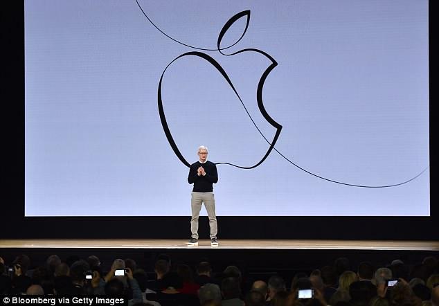 """""""股神""""巴菲特助攻!苹果市值逼近1万亿美元"""