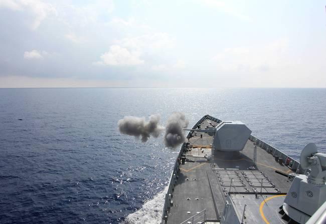 052D驱逐舰合肥号海上实弹演习 发射无人机