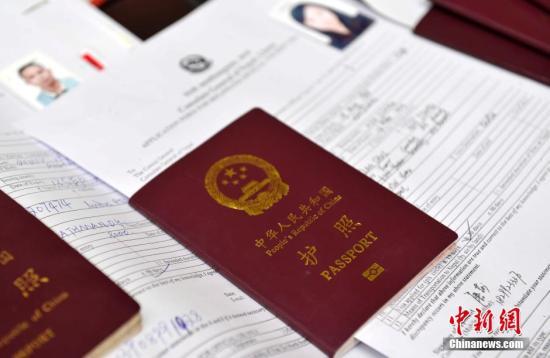 中国赴美学生签证下降  都是美国新移民政策惹的祸?