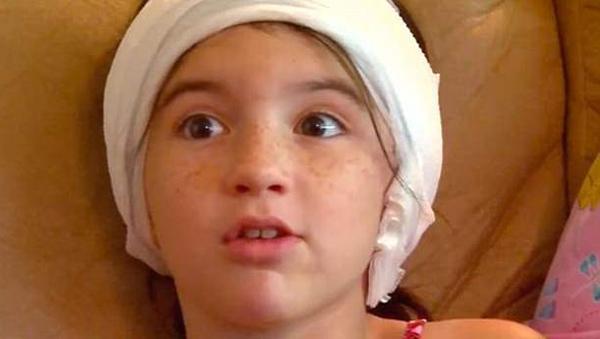 美女孩动物园观光遭袋鼠咬伤 母亲怒诉园方求赔偿
