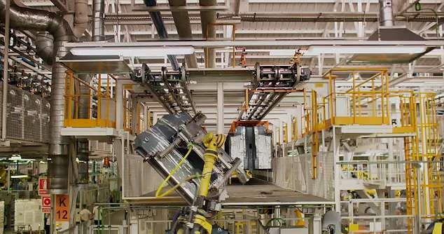西班牙一汽车公司使用机器人 68秒完成车身组装